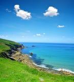 Atlantycki oceanu wybrzeże przy Pointe Du Raz, Francja Zdjęcie Stock