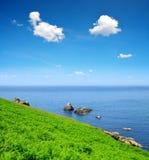 Atlantycki oceanu wybrzeże przy Pointe Du Raz, Brittany - Obraz Royalty Free