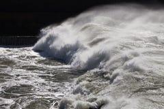 Atlantyckie fala przy Portugalia wybrzeżem Obrazy Stock