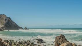 Atlantyckiego oceanu wybrzeża granitowi głazy i denne falezy, Portugalia zbiory