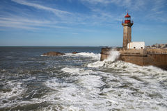 Atlantyk macha przy Porto, Portugalia wybrzeże Obrazy Royalty Free