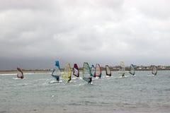 Atlantyk meandruje surfingowów ściga się w burza wiatrach Obrazy Royalty Free