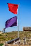 Atlantyk plaży ostrzeżenia flaga Fotografia Royalty Free