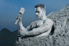 Atlas de courage créant son corps parfait de roche image libre de droits