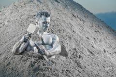 Atlas de Mistacal stucking parmi le sable et se sauvant photographie stock