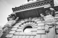Atlas en tant qu'éléments décoratifs de la façade Image libre de droits