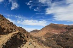 Atlasbergen Bergpanorama van het lopen van wandelingssleep Royalty-vrije Stock Foto