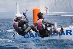 Atleet die op Formule 18 nationale catamaranrace varen Royalty-vrije Stock Foto