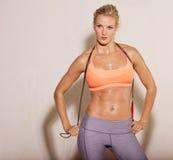 Atleet die Touwtjespringen houdt Stock Foto