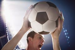 Atleet met voetbalbal in stadion Royalty-vrije Stock Fotografie
