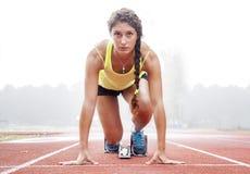 Atleet op de startblokken Stock Fotografie
