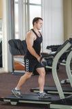 Atleet op de tredmolen Stock Foto