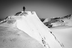 Atleet op hoogste berg Stock Foto