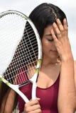 Atleta adolescente apto Female Tennis Player y tristeza Imágenes de archivo libres de regalías