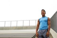 Atleta adolescente che esegue la gradinata Fotografia Stock Libera da Diritti