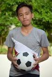 Atleta adolescente privo di emozioni Male Soccer Player con pallone da calcio immagine stock libera da diritti