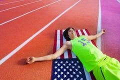 Atleta americano feliz que tiene resto después de maratón Imagen de archivo libre de regalías