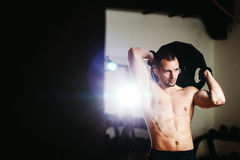Atleta bello con il piatto del peso Immagine Stock Libera da Diritti