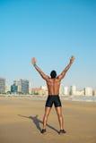 Atleta che celebra successo corrente di allenamento Fotografia Stock