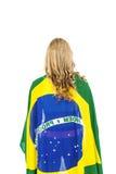 Atleta con la bandera brasileña envuelta alrededor de su cuerpo Fotos de archivo libres de regalías