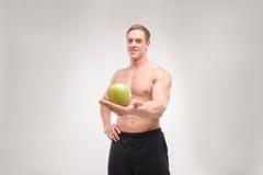 Atleta con una manzana fotos de archivo libres de regalías