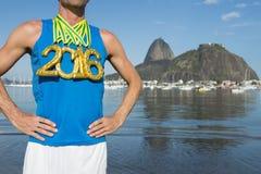 Atleta 2016 de la medalla de oro Standing Rio de Janeiro imagen de archivo