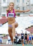 Atleta de la mujer de la triple salto Fotografía de archivo libre de regalías