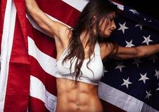 Atleta de sexo femenino americano con la bandera de país Foto de archivo