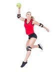 Atleta de sexo femenino con balonmano que lanza del cojín de codo Imagen de archivo