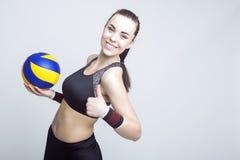 Atleta de sexo femenino profesional del voleibol Imagen de archivo libre de regalías