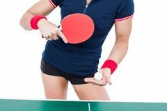 Atleta de sexo femenino que juega a ping-pong Fotos de archivo