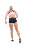 Atleta de sexo femenino que presenta con las manos en cadera Imagenes de archivo