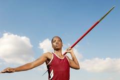 Atleta de sexo femenino Throwing Javelin Foto de archivo libre de regalías