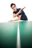 Atleta de sexo masculino confiado que juega a tenis de mesa Imagen de archivo