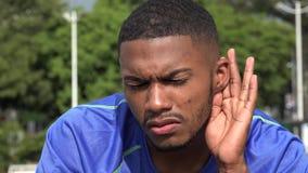 Atleta de sexo masculino negro Listening And Hearing almacen de video
