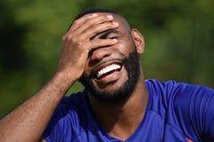 Atleta de sexo masculino negro de risa Imagen de archivo libre de regalías