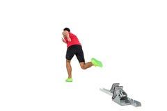 Atleta de sexo masculino que corre de bloques el comenzar Imagen de archivo libre de regalías