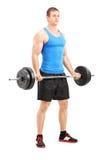 Atleta de sexo masculino que ejercita con un barbell Imagenes de archivo