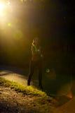 Atleta del corridore della donna in parco Allenamento di alba Immagine Stock