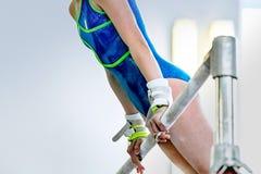 Atleta della ginnasta della ragazza fotografie stock