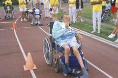 Atleta di Olympics speciali in sedia a rotelle, facente concorrenza, UCLA, CA Fotografia Stock