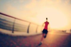 Atleta do corredor que corre no beira-mar Foto de Stock