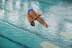 Atleta durante i campionati di immersione subacquea Immagini Stock Libere da Diritti
