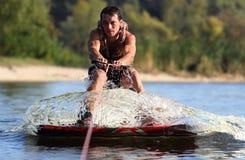 Atleta en el wakeboard Imagenes de archivo