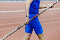 Atleta en salto con pértiga imagen de archivo
