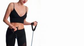 Atleta esile della donna che fa allenamento di forma fisica Fotografia Stock