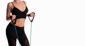 Atleta esile della donna che fa allenamento di forma fisica Fotografie Stock Libere da Diritti