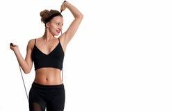 Atleta esile della donna che fa allenamento di forma fisica Immagini Stock Libere da Diritti
