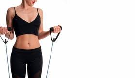 Atleta esile della donna che fa allenamento di forma fisica Immagine Stock