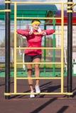 Atleta femminile caucasico in attrezzatura professionale Fotografie Stock Libere da Diritti